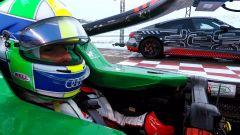 Nell'abitacolo della Formula E, durante la sfida con Audi RS e-tron GT