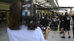 Netflix, Drive to Survive: cameraman in pitlane
