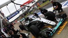 Nico Rosberg ai box - GP Inghilterra
