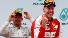 Nico Rosberg e Sebastian Vettel sul podio del GP di Malesia