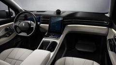 Si carica in 3 minuti e costa la metà di Tesla Model X. Cos'è? - Immagine: 8
