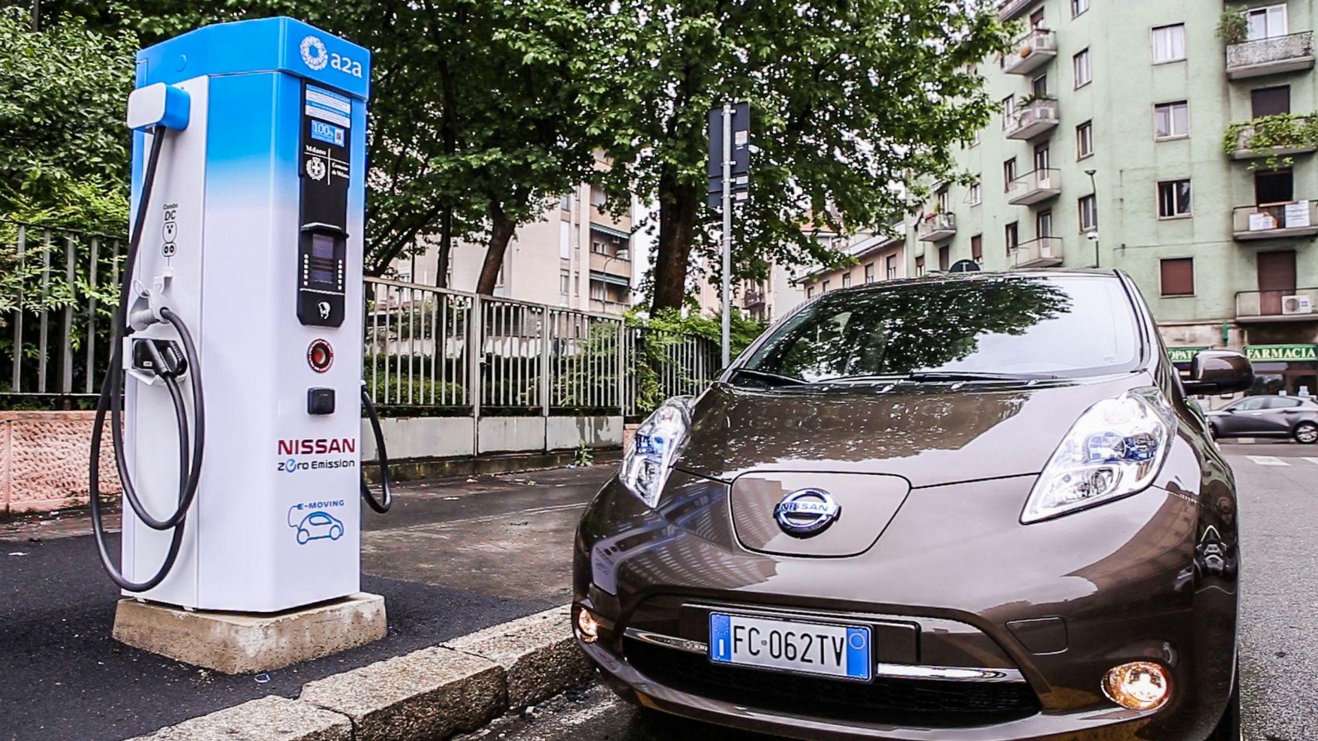 Auto elettriche - Nissan: 12 colonnine di ricarica rapida ...