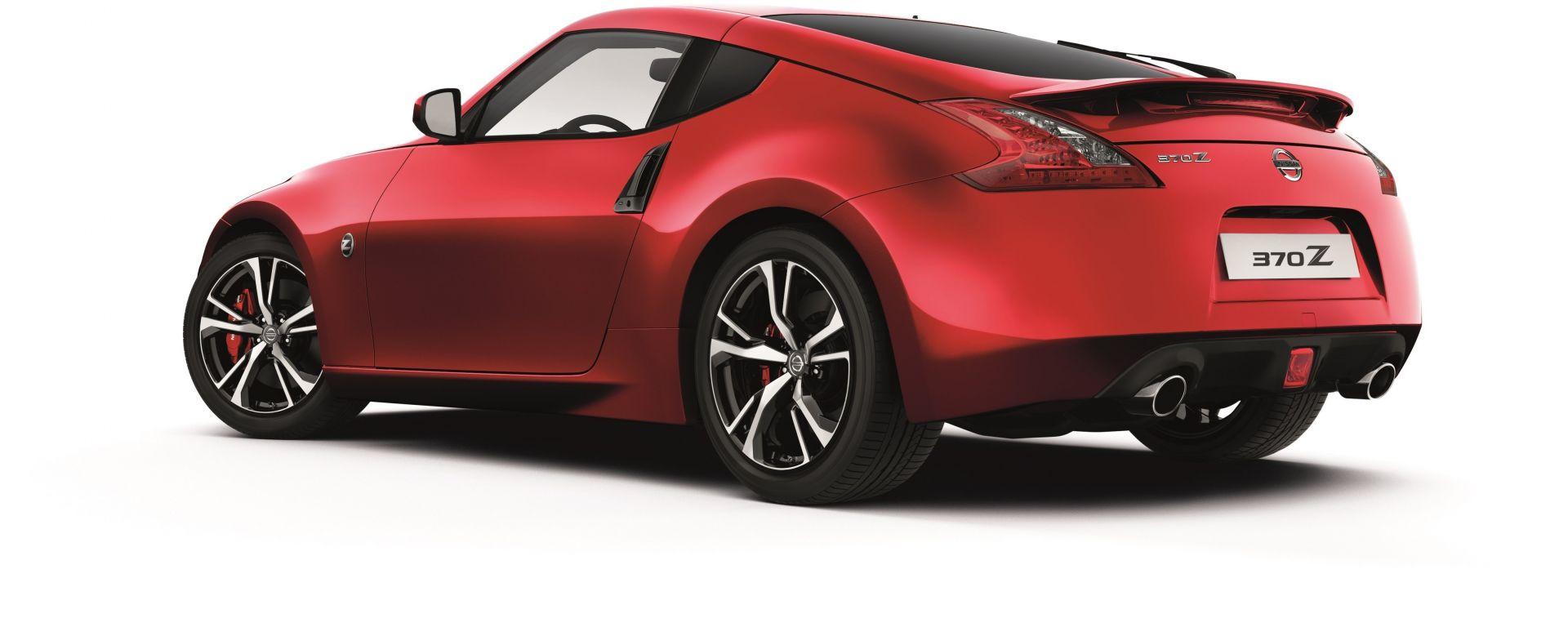 Nissan 370Z MY18: vista 3/4 posteriore