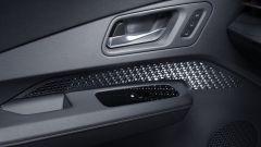 Nissan Ariya 2020: le finiture nell'abitacolo