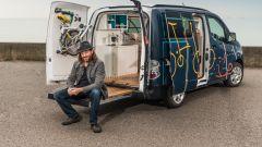 Nissan e-NV200 WORKSPACe: il furgone ufficio con il suo designer