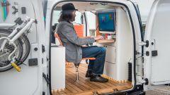 Nissan e-NV200 WORKSPACe: la piccola scrivania con tanto di computer
