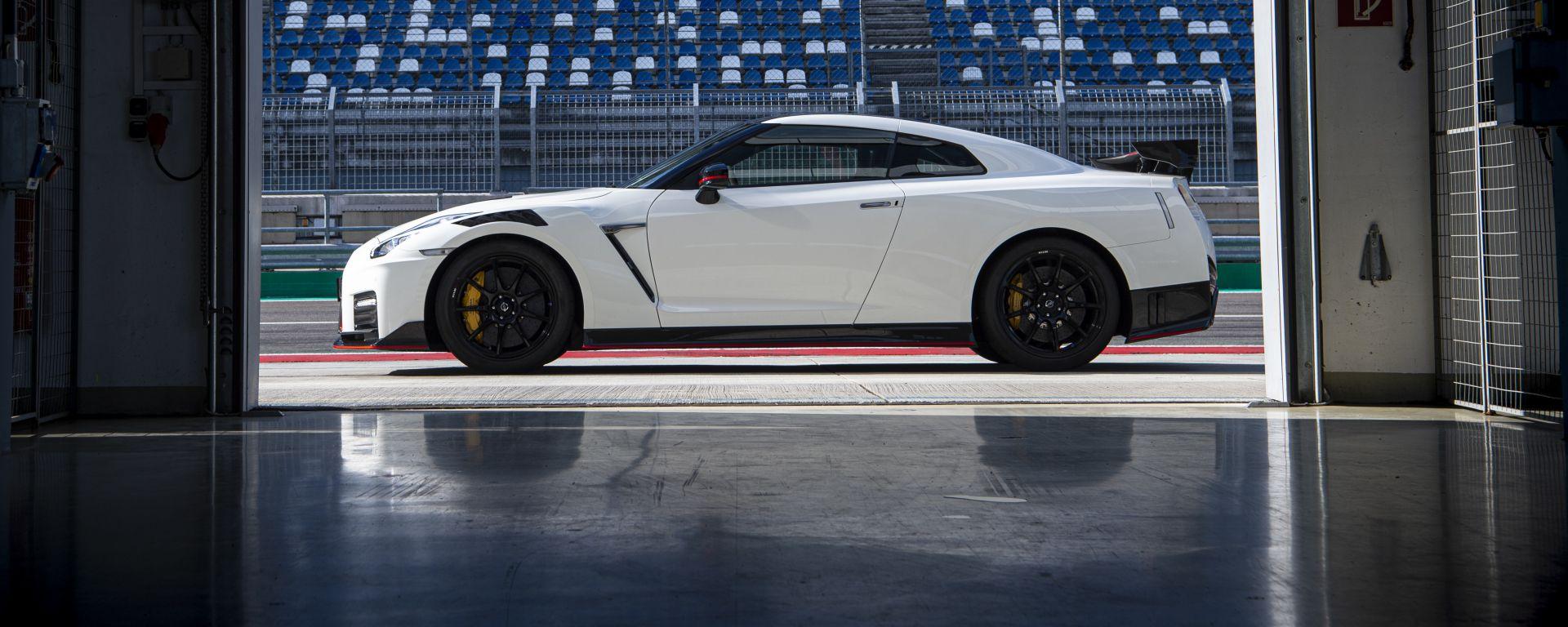 Nissan GT-R Nismo 2020, vista laterale