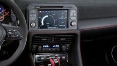 Nissan GT-R Nismo: volante ridisegnato e monitor centrale da 8 pollici