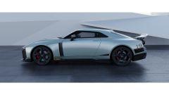 Nissan GT-R50 by Italdesign: una vista di lato della versione di colore argento