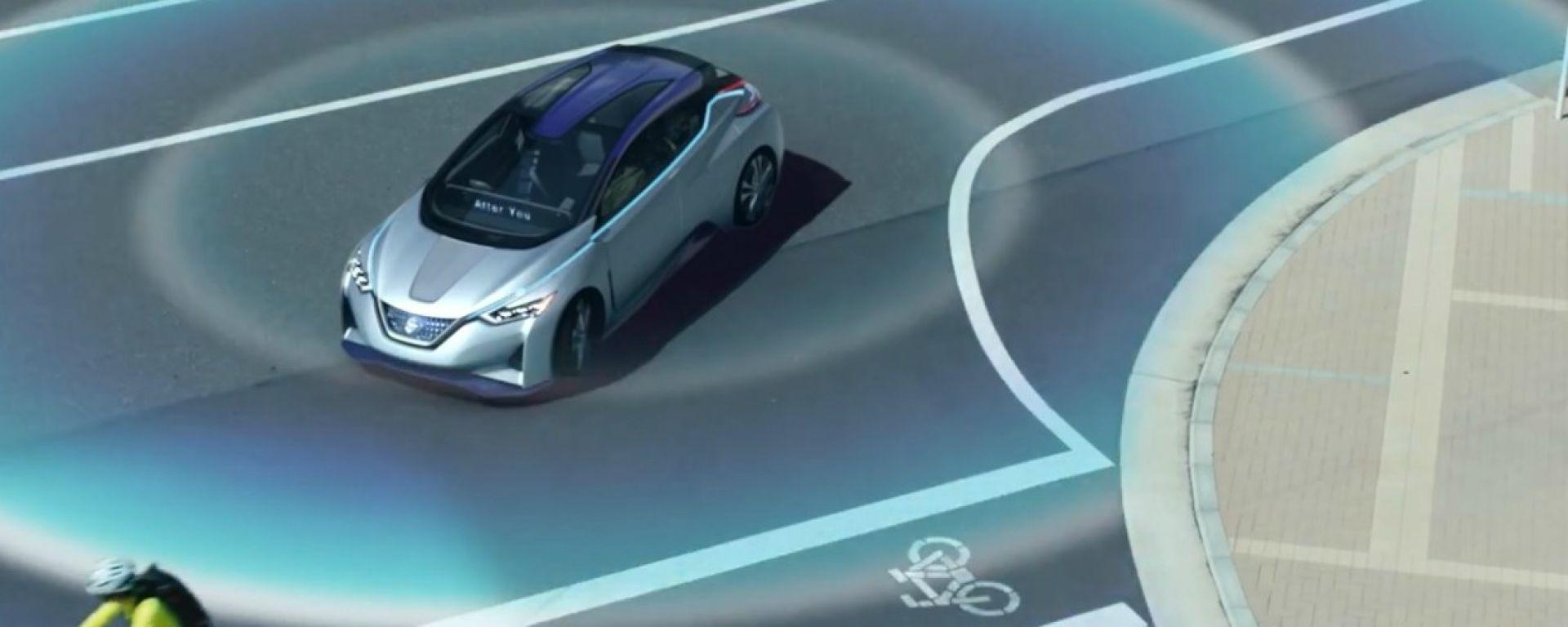 Nissan IDS Concept all'incrocio