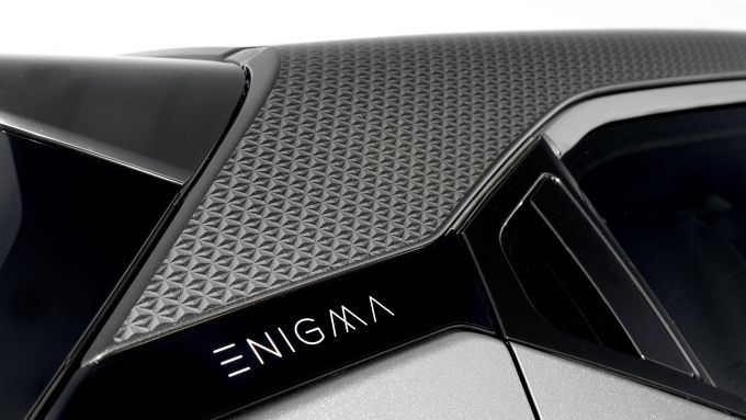 Nissan Juke Enigma: il badge sul montante posteriore