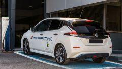 Nissan Leaf alla Guardia Costiera: l'auto in carica
