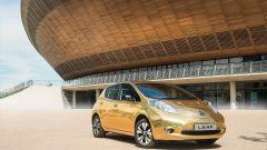 Nissan Leaf diventa dorata grazie al wrapping
