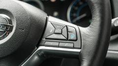 Nissan Leaf e+ Tekna: dettaglio del volante multifunzionale