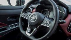 Nissan Micra 2017, gli interni: sterzo D-Shape con comandi al volante