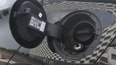 Nissan Micra 2021: il doppio bocchettone per il rifornimento