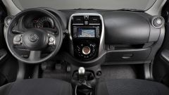 Nissan Micra fine serie: 4 adulti viaggiano comodi