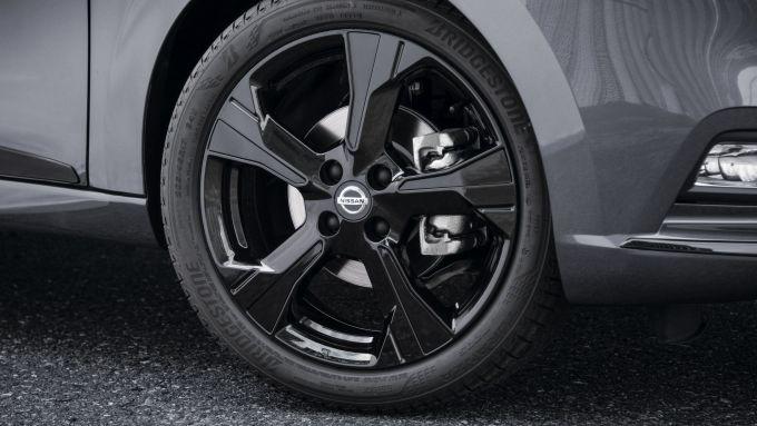Nissan Micra N-TEC: i cerchi neri in lega