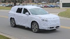 Foto spia del nuovo Nissan Pathfinder 2021: motori, anticipazioni