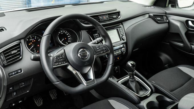 Nissan Qashqai 1.3 DIG-T N-Tec Start: l'abitacolo del crossover compatto