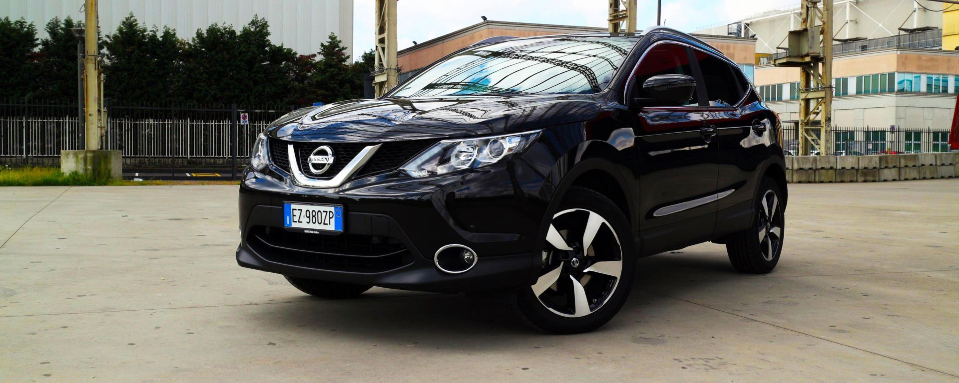 test drive nissan qashqai 1 5 dci la prova su strada. Black Bedroom Furniture Sets. Home Design Ideas