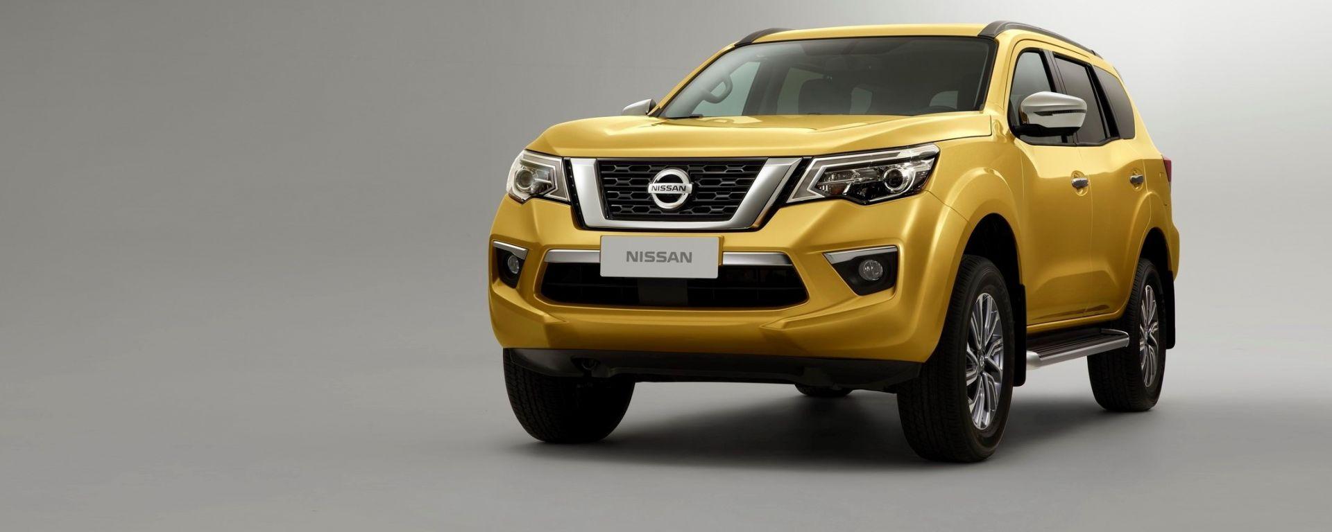 Nissan Terra: vista 3/4 anteriore