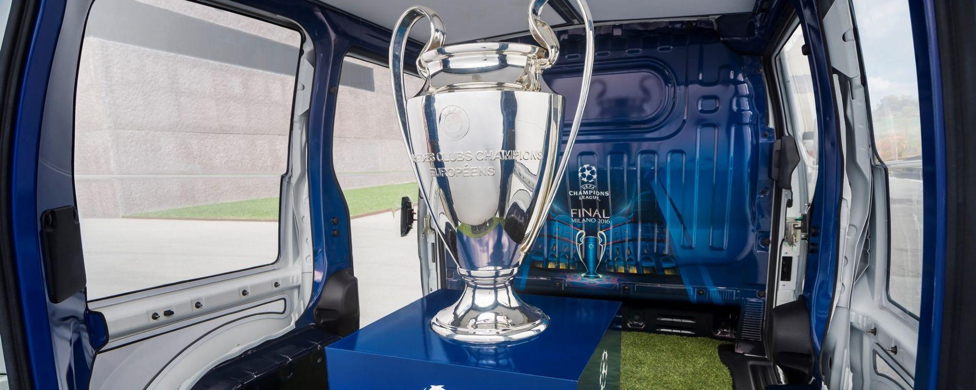 Nissan: una e-NV200 per scortare il trofeo della Champions League