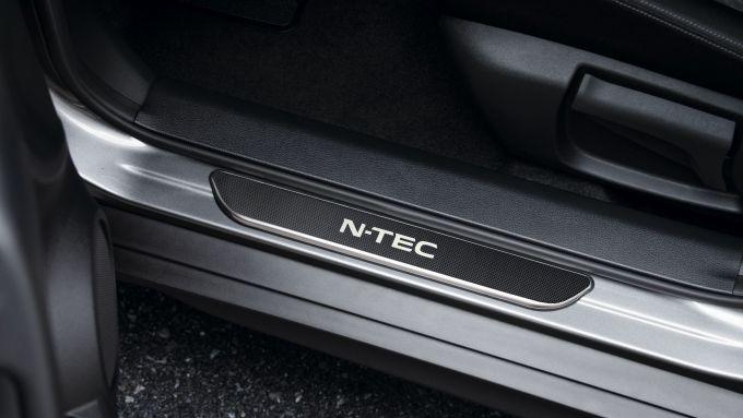 Nissan X-Trail N-TEC: il battitacco illuminato