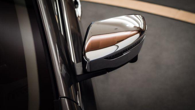 Nissan X-Trail Salomon: gli specchietti cromati