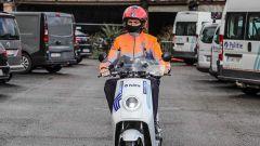 NIU NQi Pro: la polizia di Bruxelles lo ha arricchito di lampeggianti, parabrezza e bauletto