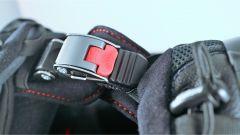 Nolan N 100-5: pratica la chiusura micrometrica, facile da slacciare con i guanti