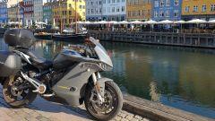 Non solo strada, ma la Zero Motorcycles SR/S si è concessa anche qualche pausa nei paesi del Nord Europa