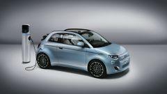 Nuova 500 elettrica cabriolet: in ricarica