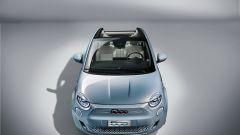 Nuova 500 elettrica cabriolet: visuale dall'alto