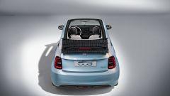 Nuova 500 elettrica cabriolet: visuale posteriore