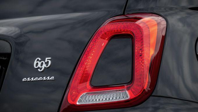 Nuova Abarth 695 Esseesse: un dettaglio della coda con il badge identificativo