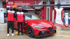 Nuova Alfa Romeo Giulia GTAm: con i piloti del Team Alfa Racing Antonio Giovinazzi (sx) e Kimi Raikkonen (dx)