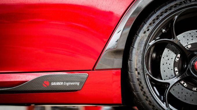 Nuova Alfa Romeo Giulia GTAm: un dettaglio del cerchio da 20'' con attacco monodado come le F1
