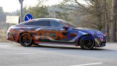 Nuova AMG GT Coupé 4 2021: una vista laterale