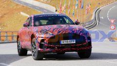 Nuova Aston Martin DBX S: dati tecnici e foto del SUV inglese