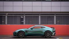 Nuova Aston Martin Vantage F1 Edition: la coupé britannica ai box