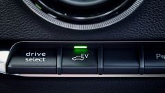 Nuova Audi A3 in versione e-tron: il pulsante per selezionare la marcia in modalita elettrica