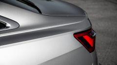 Nuova Audi A6 2018: dettaglio delle scalfature in coda