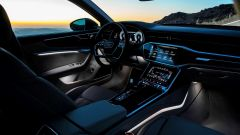 Nuova Audi A6 2018: luci abitacolo opzionali regolabili su 30 colori diversi