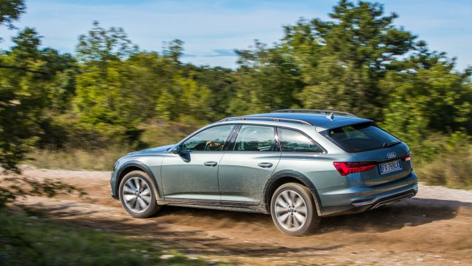 Nuova Audi A6 Allroad: sospensioni pneumatiche per sollevarla in off-road