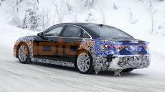 Nuova Audi A8: la coda ancora mimetizzata dagli adesivi e... dalla neve