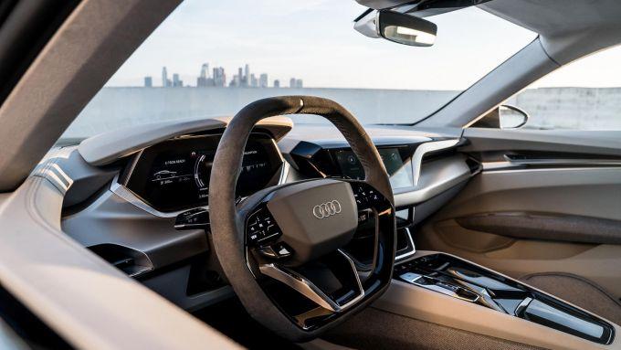 Nuova Audi e-tron GT: l'abitacolo lussuoso e super connesso