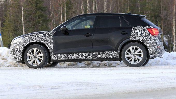 Nuova Audi Q2 2021: i prototipi pizzicati sulla neve durante i test invernali