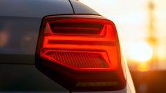 Nuova Audi Q2: un dettaglio dei fari posteriori a LED con indicatori di direzione dinamici