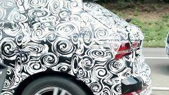 Nuova Audi Q3 2018, i fari si fanno più spigolosi